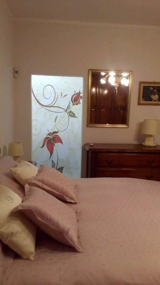 Imperia porta scorrevole esterno muro divisione camera bagno realizzata su misura Modello Fantasia d'inverno